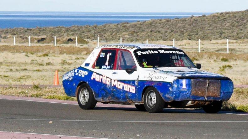 Guillermo Bucci dominó la monomarca Renault 12 y festejó en lo alto del podio.