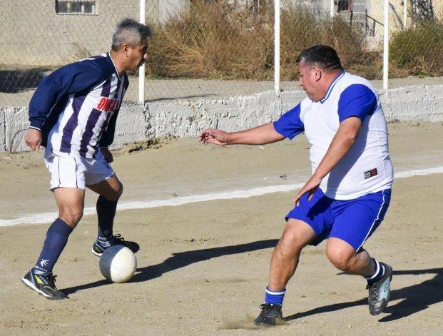 Ferro le ganó 2-1 a Los Amigos ayer en cancha de Castelli por la quinta fecha del torneo de la categoría Master.