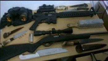 Las armas secuestradas en la camioneta en la que se movilizaba un empleado municipal.