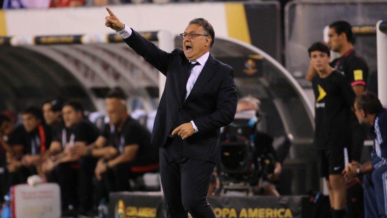 Gerardo Martino dando indicaciones en una nueva final perdida por Argentina.