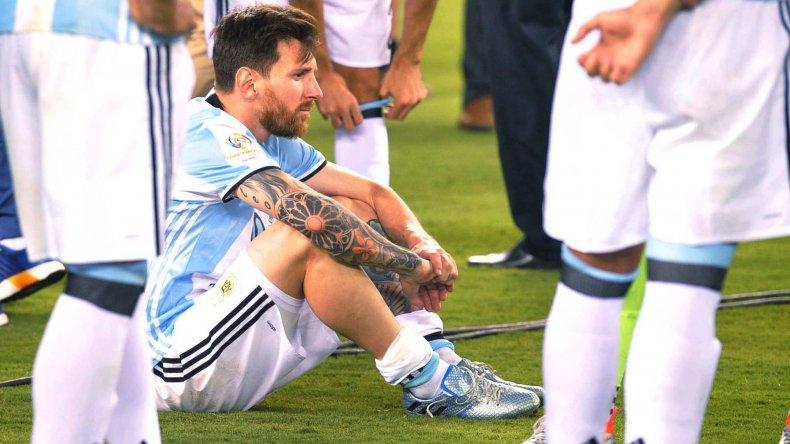 Lionel Messi no encuentra consuelo luego de perder una nueva final con la selección argentina.