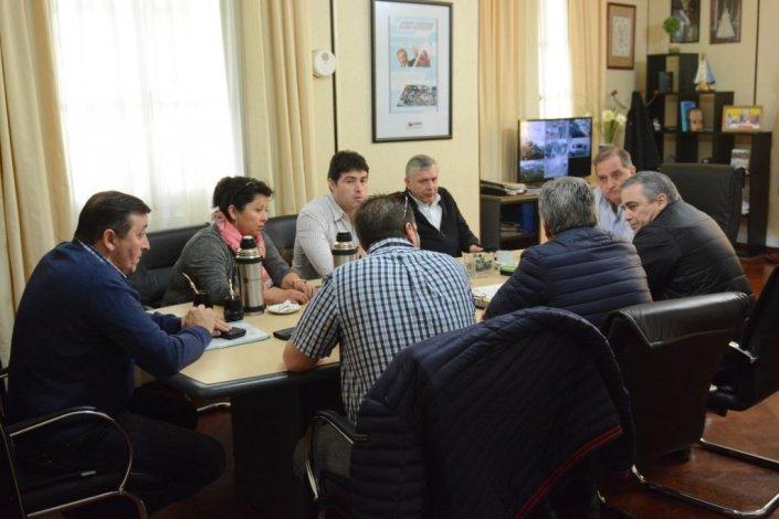 La reunión que Linares mantuvo con diputados provinciales y el senador Pais.