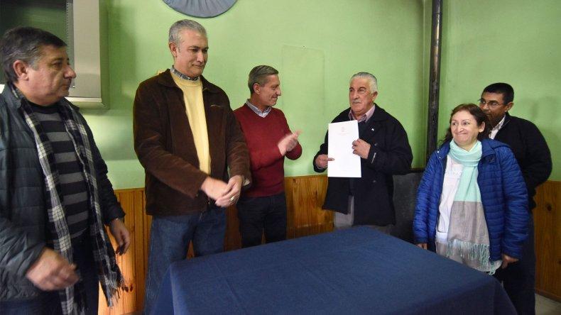 Firman obras por $2,8 millones para Aldea Beleiro, Ricardo Rojas y Lago Blanco