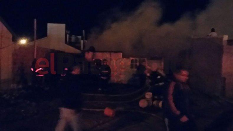 Incendio en kilómetro 8 destruyó una vivienda precaria