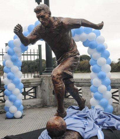 La escultura fue inaugurada ayer en el Paseo de la Gloria