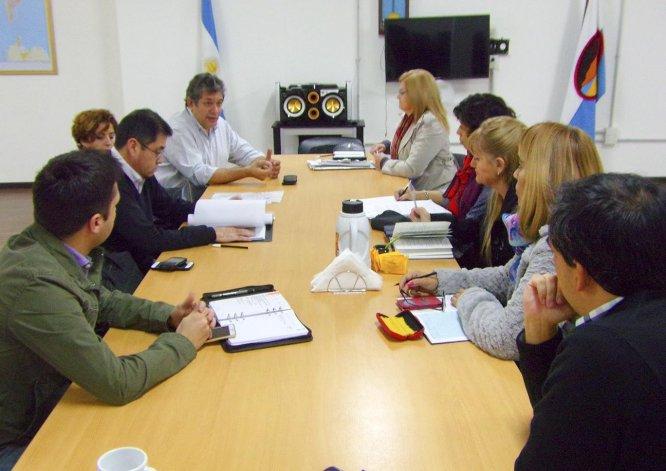 La reunión que Daniel Campillay mantuvo ayer con los integrantes de la comisión 2 del Concejo Deliberante.