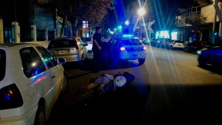 Caminaban en plena avenida con un LED 42 y bolsos repletos de elementos robados