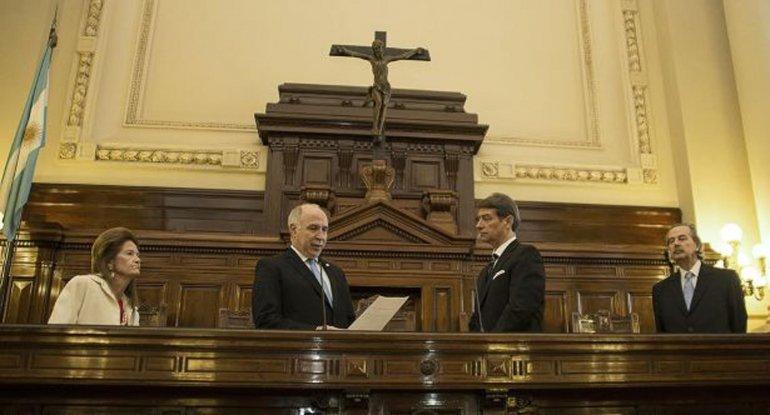 Lorenzetti tomó juramento al nuevo miembro del Tribunal.