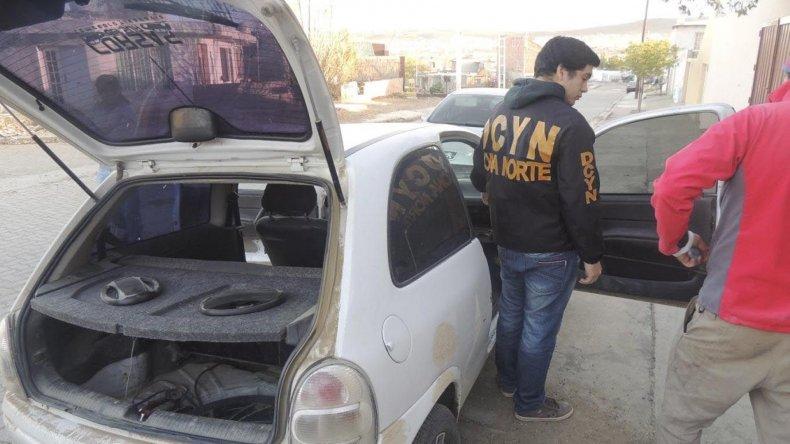 El Chevrolet Corsa robado hace aproximadamente un año en Comodoro Rivadavia fue hallado en Caleta por personal de la División Delitos Complejos.