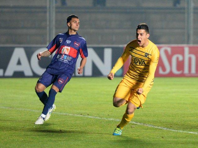 Cristian Pavón abrió la cuenta a los 12 segundos de iniciado el partido y aumentó a los 13 minutos.