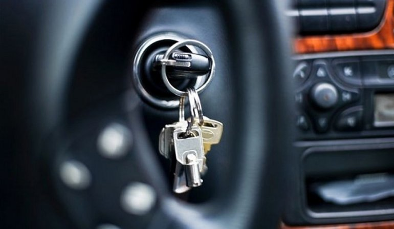 Le robaron su vehículo con $40.000 en el  interior y la policía lo recuperó