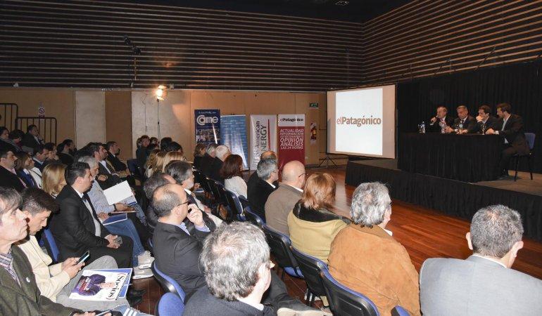 El auditorio del Centro Cultural tuvo un lleno total en el primer seminario regional de Centros Comerciales a Cielo Abierto.