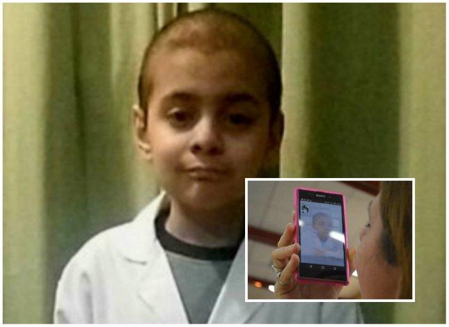 Un alumno con tratamiento médico prometió la bandera por videollamada