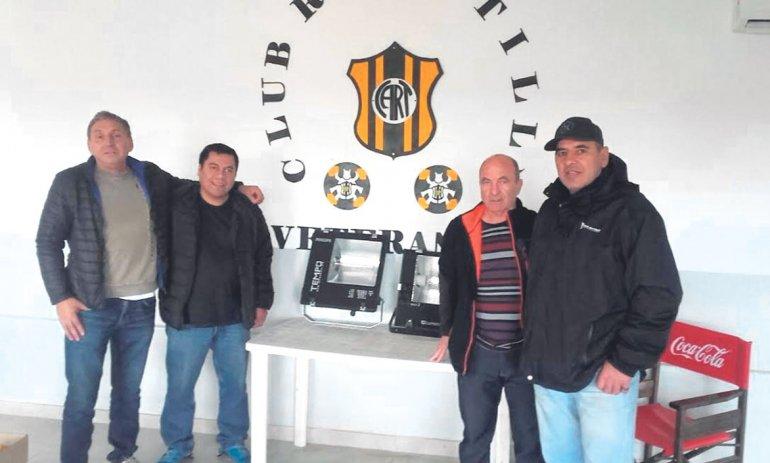 Se donaron dos reflectores  al Club Atlético Rada Tilly