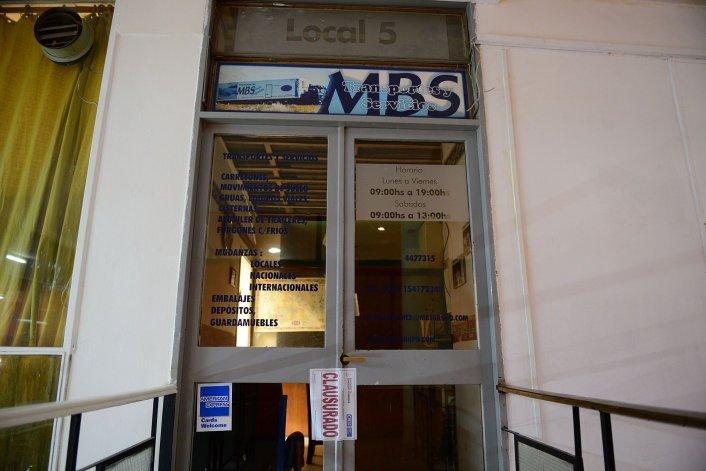 Los inspectores municipales ayer cerraron una empresa de servicios de transporte y mudanzas que funcionaba en la zona céntrica.