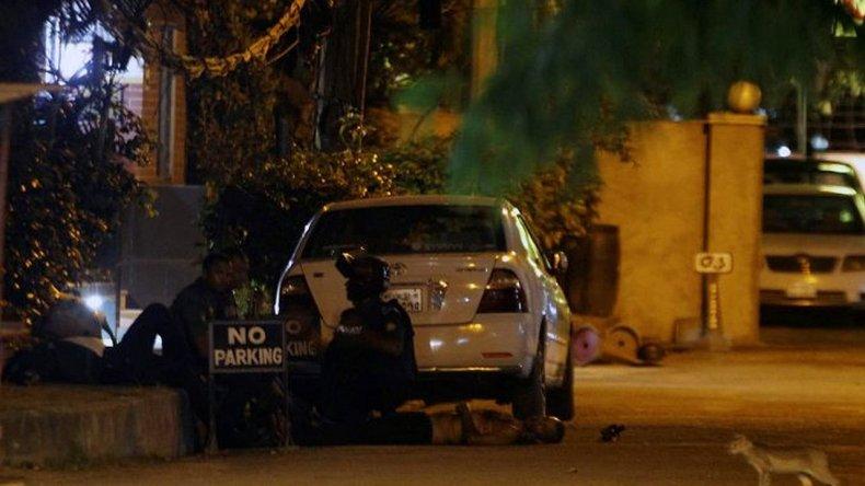 El ataque al restaurante dejó al menos 20 rehenes muertos