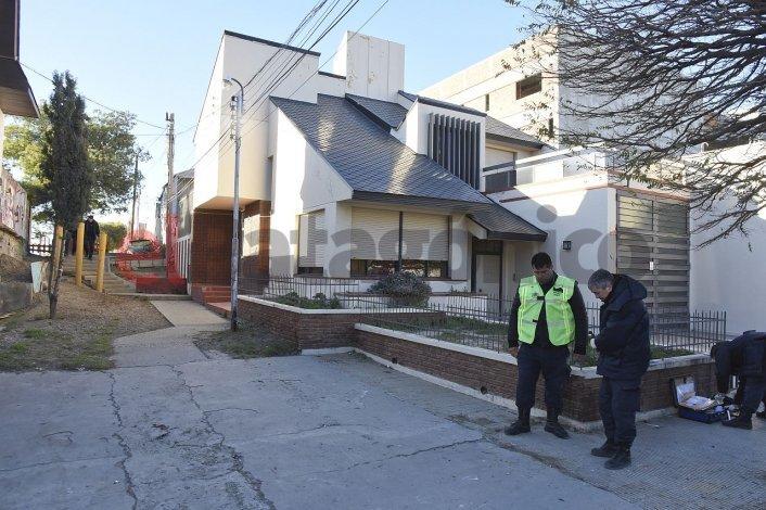 Mataron a golpes a un joven en la vía pública y su familia busca testigos