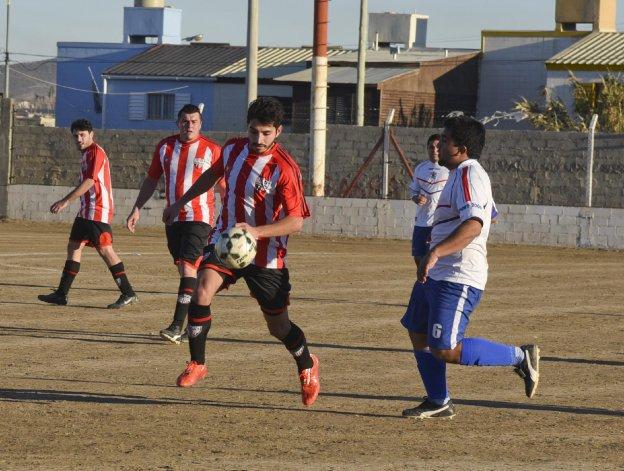 General Roca cerró con goleada su participación en el Torneo local B ante Diadema