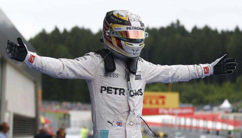 Lewis Hamilton se quedó con la victoria en Austria pero su triunfo dejó polémica.