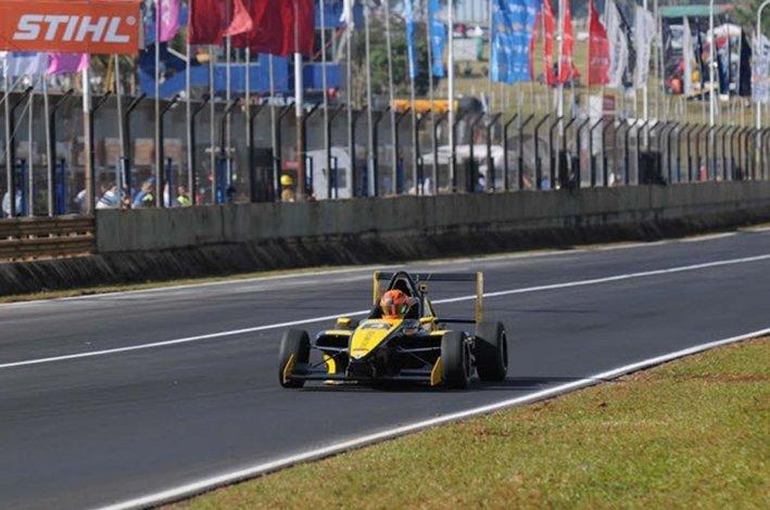 El rionegrino Gastón Cabrera tuvo un fin de semana redondo en la Fórmula Renault 2.0.