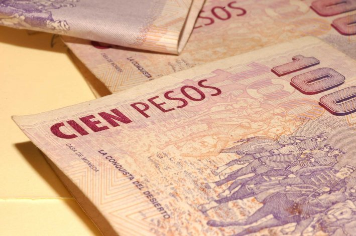 El denunciante señaló a la policía que lo despojaron de 4.000 pesos.