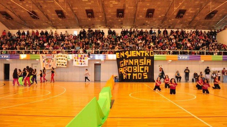 El gimnasio del Complejo Huergo fue escenario del encuentro de gimnasia aeróbica y ritmos.