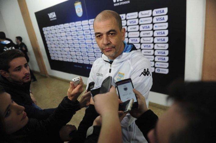 Sergio Hernández durante la conferencia de prensa que brindó ayer en el Centro Nacional de Alto Rendimiento Deportivo.