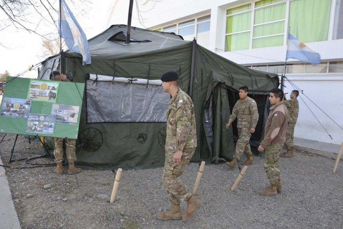 La carpa donde se informa a los jóvenes sobre el trabajo que se realiza en el Ejército está ubicada en el acceso al Complejo Deportivo Municipal.