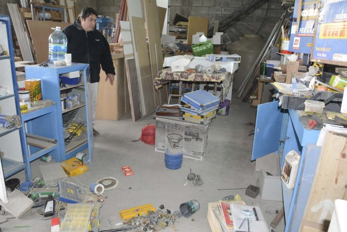 Manuel Cardozo manifestó su profunda indignación por el nuevo robo que desconocidos cometieron en su taller de carpintería metálica y herrería.
