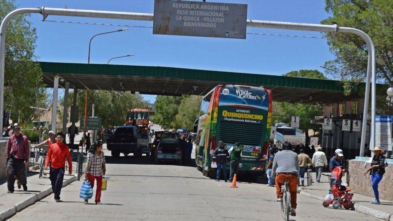 Buscan reforzar los controles fronterizos y cobrarían peaje a los extranjeros