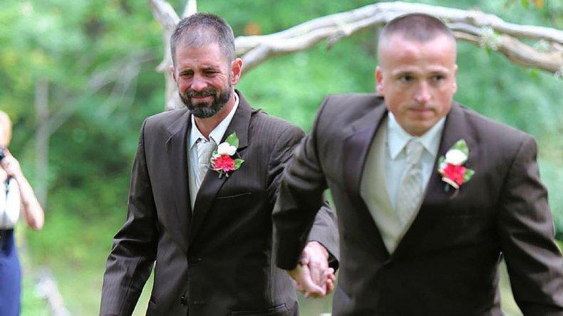 Padre detuvo la boda para invitar al padrastro a llevar a su hija al altar con él