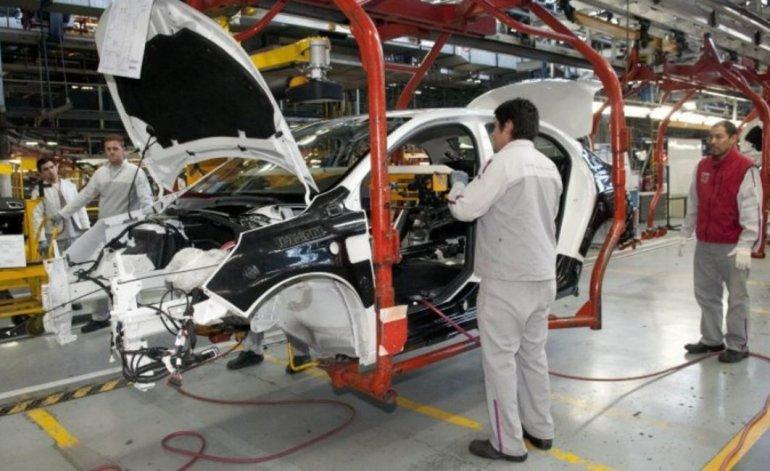 La industria automotriz sufre y sigue bajando su actividad.