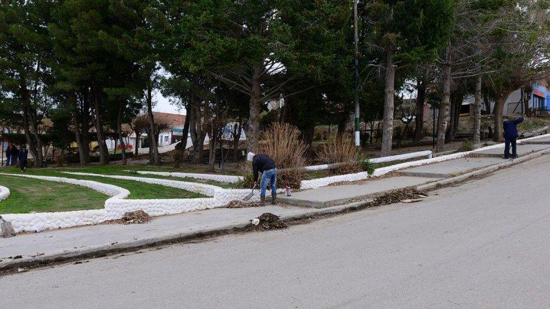 Las tareas de acondicionamiento y limpieza efectuados por la Secretaría de Servicios a la Comunidad.