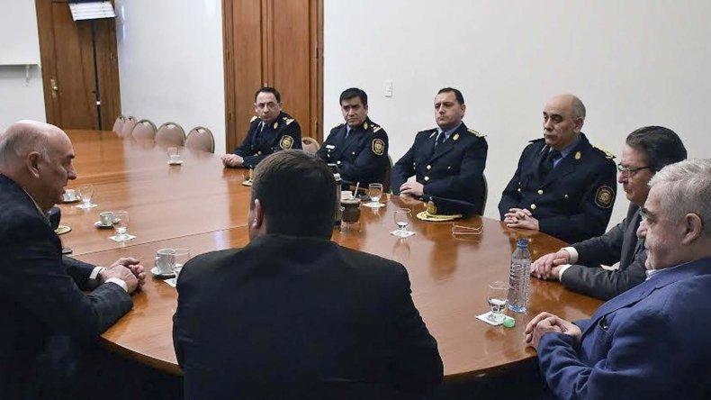 El encuentro que el gobernador mantuvo ayer con la plana mayor de la Policía de Chubut.