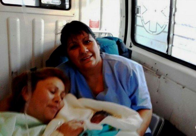 No llegó al hospital y dio a luz en la Ruta 40