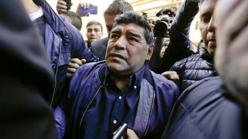 Maradona se retiró enojado del edificio de AFA.