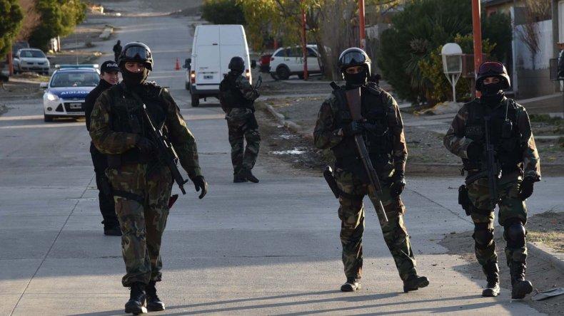 Efectivos policiales de varias divisiones