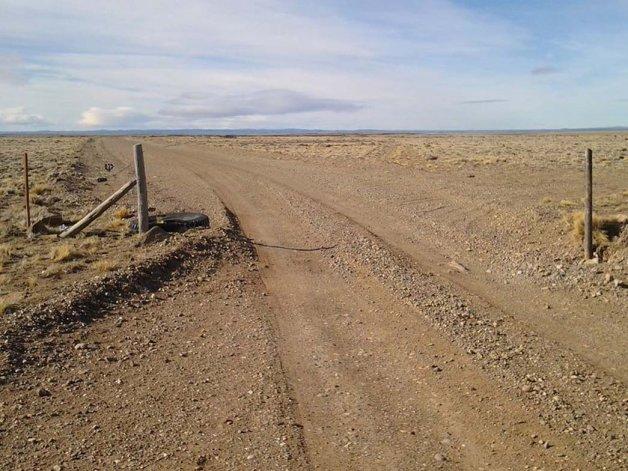 Vehículos de la compañía atraviesan el predio rural sin autorización con consecuentes daños.
