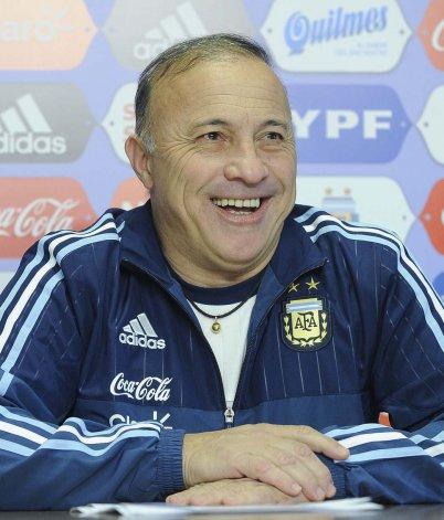 Julio Olarticoechea fue presentado ayer como el flamante DT de la selección argentina olímpica.