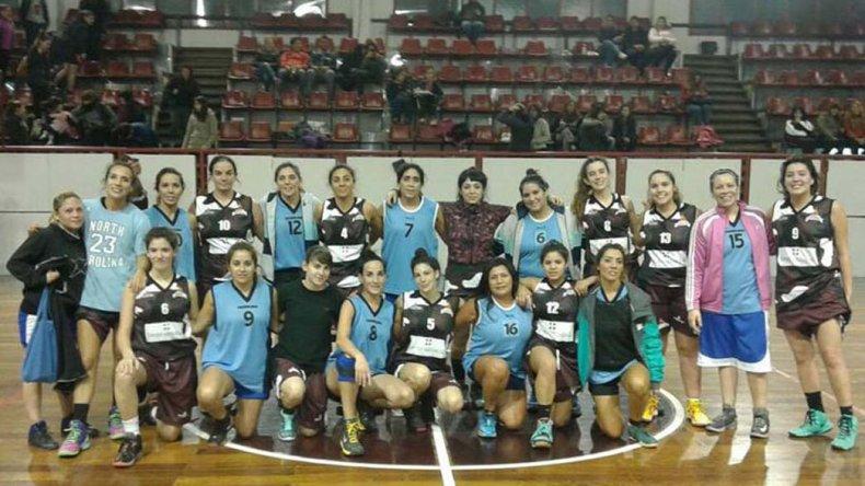 Las campeonas de Federación Deportiva junto al equipo de la CAI.