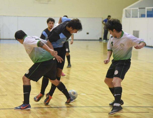 El fútbol de salón de Comodoro Rivadavia continuará esta tarde con la disputa de sus torneos.