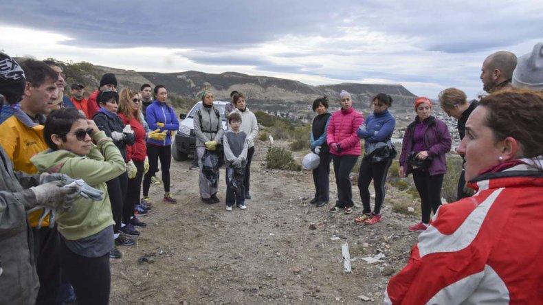 El grupo de voluntarios Amigos del Cerro siguen concientizando acerca de la importancia de cuidar el medioambiente.
