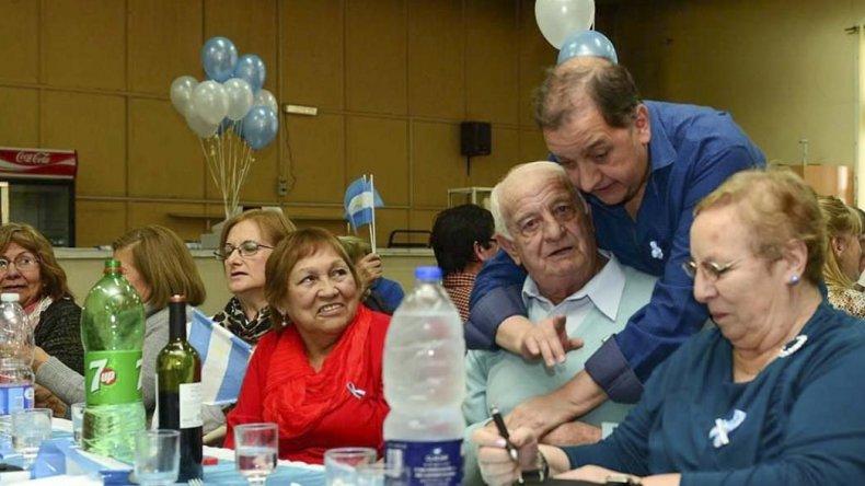 El intendente Carlos Linares encabezó ayer