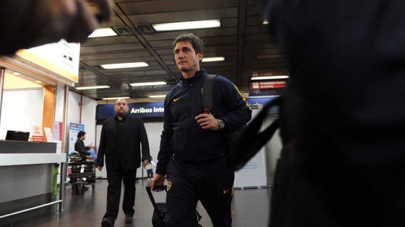Guillermo Barros Schelotto a su llegada ayer al Aeropuerto Metropolitano Jorge Newbery de Capital Federal.