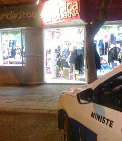 Encierran a empleadas de una tienda  céntrica y les roban la recaudación