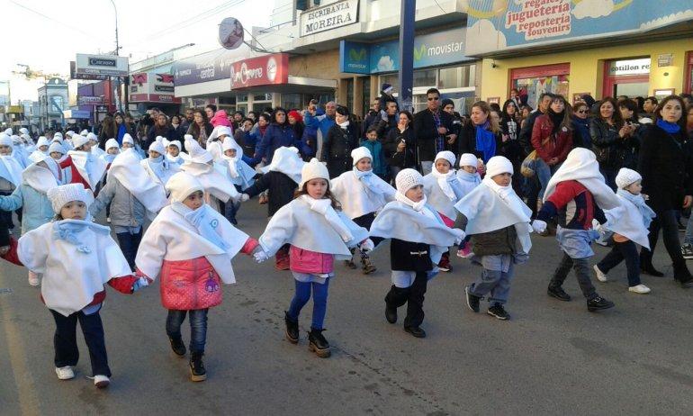 Así se vivió el multitudinario desfile cívico militar en el centro de Comodoro
