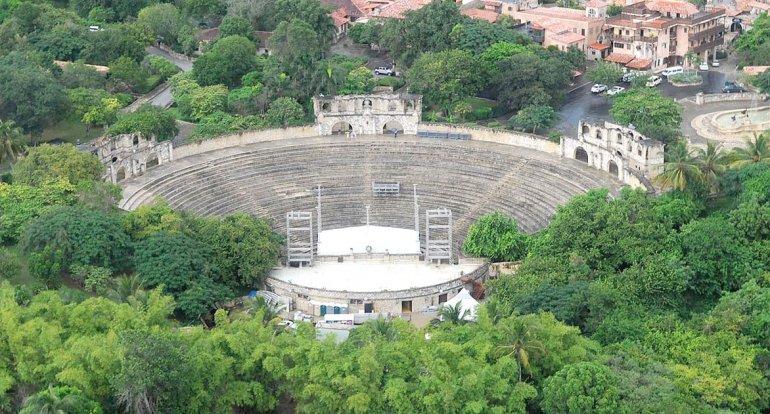 Su anfiteatro suele ser el centro de numerosos espectáculos internacionales.