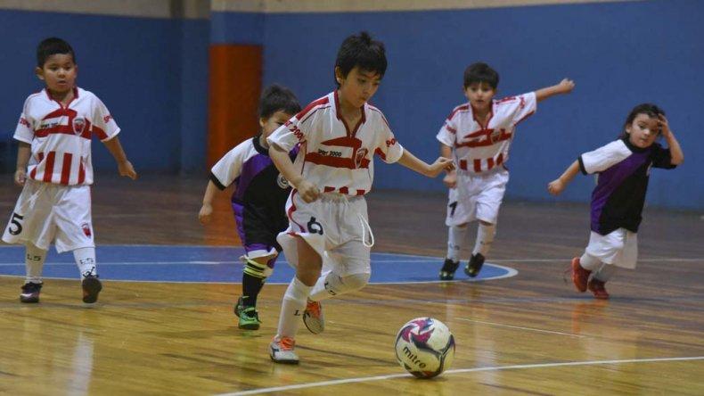 Los chicos continuarán esta tarde con la disputa de la Copa Alexis Cabrera de fútbol de salón.