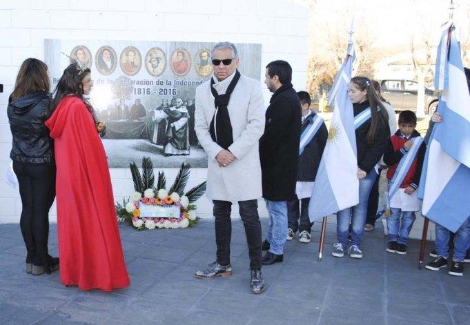 La comunidad de Cañadón Seco rindió respetuoso homenaje a los próceres de la Independencia Nacional. El acto se realizó en la Plaza del Pueblo y fue presidido por Jorge Soloaga.