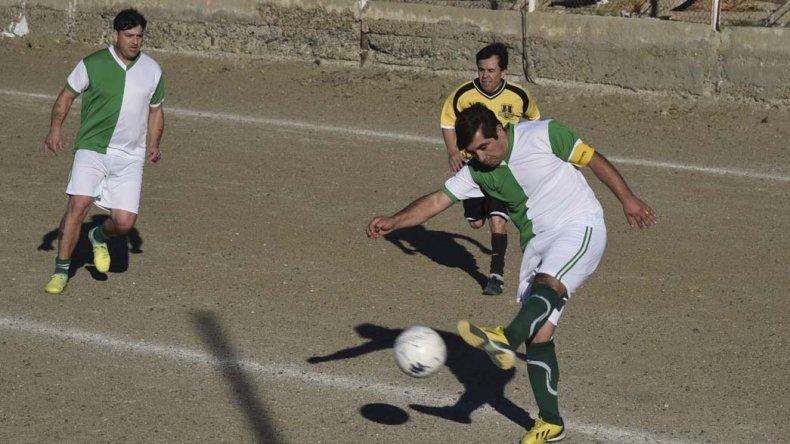 El líder Camberra derrotó 1-0 a Oro Negro y se mantiene a tres puntos de sus escoltas.